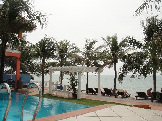 Grace Boutique Resort: pool area