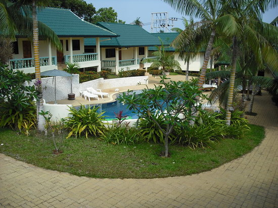Samui Reef View Resort: Swimming Pool and Pool Side Rooms