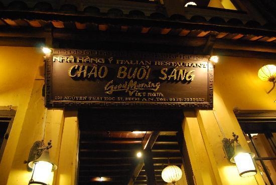 Good Morning Vietnam: the entrance
