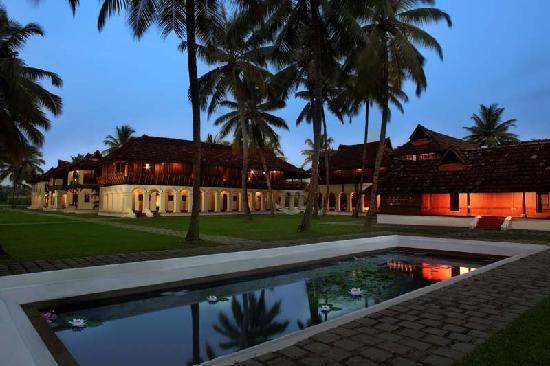 Chempu, India: Kerala Palace night view