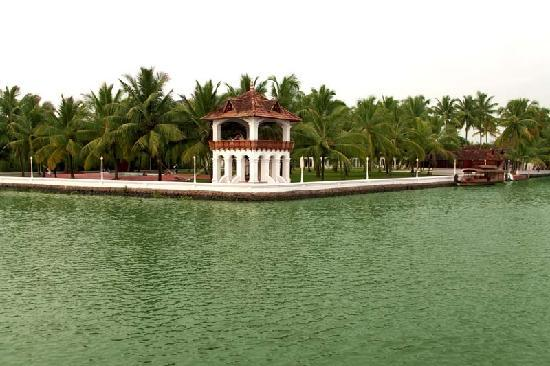 Chempu, Индия: Kerala Palace View from West