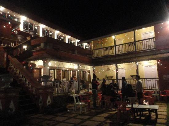 Anarkali Hotel: Hotel shot at night