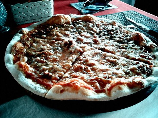 Madame Resturant: yummilicious pizza