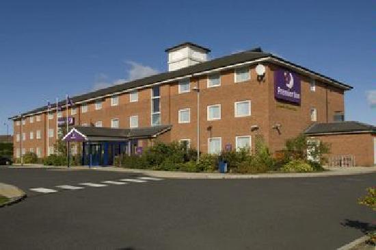 Premier Inn Newcastle (Washington) Hotel: Side of Building