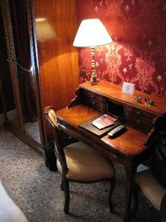 Palazzo Paruta: Room (Angle 2)