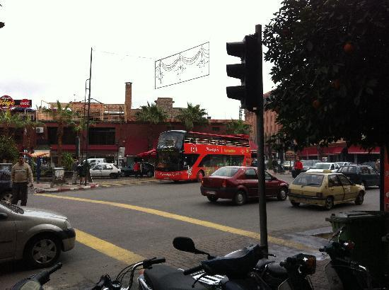 Amalay Hotel Marrakech : Bus stop from outside hotel