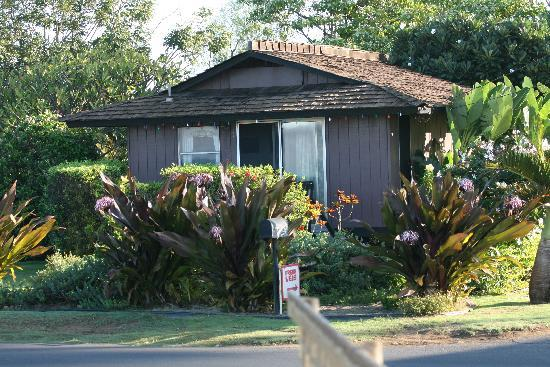 Nona Lani Cottages: Cottages from the front
