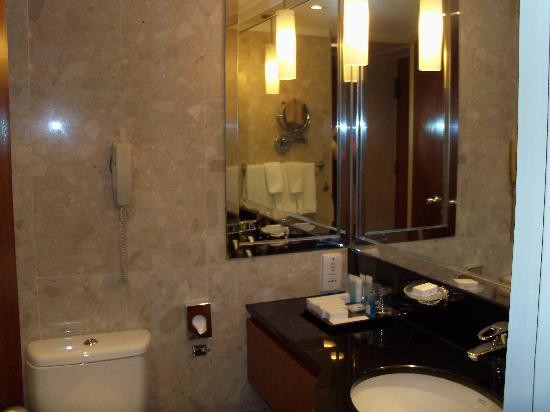 Hilton Bathroom Picture Of Hilton Singapore Singapore Tripadvisor
