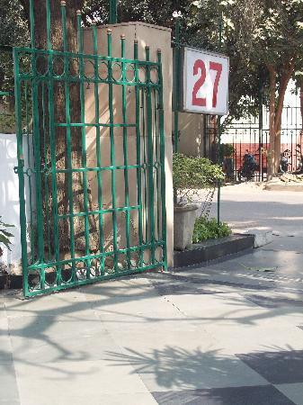 Jorbagh 27: Entrance