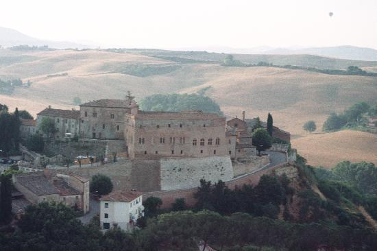 Farm Holiday La Canonica: Castello di san Giovanni d'Asso