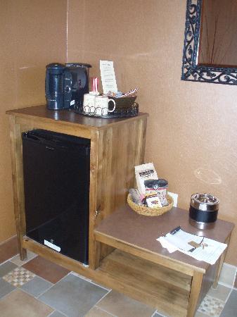 Inn at Desert Wind Winery: Dressing room/sink area
