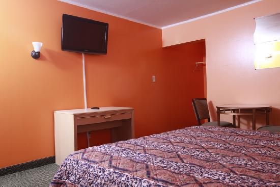 Meadowbrook Motor Lodge : Standard King Sized Bed