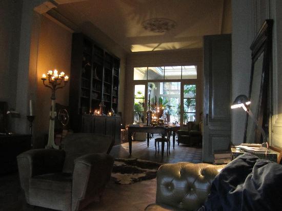 Boulevard Leopold Bed & Breakfast: downstairs breakfast area