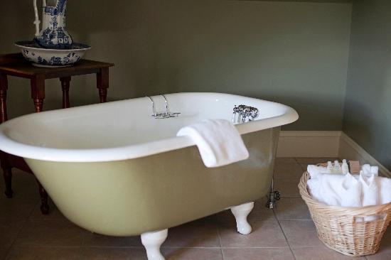 ذا جريت جورج: Clawfoot Bath