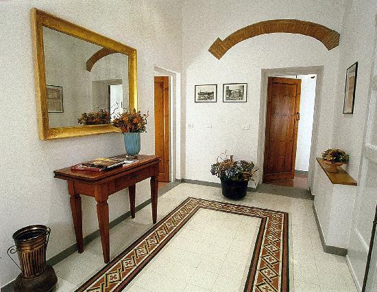 Florentia Apartments: elegante ingresso