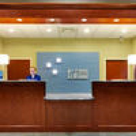 Holiday Inn Express and Suites Smithfield - Providence: Front Desk