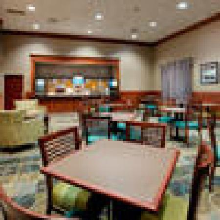Holiday Inn Express and Suites Smithfield - Providence: Breakfast lounge
