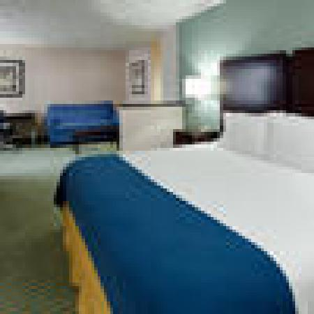 Holiday Inn Express and Suites Smithfield - Providence: King suite