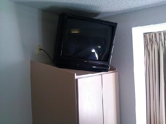 Microtel Inn & Suites by Wyndham Tifton: TV on closet