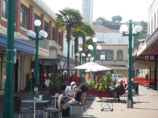 Maison Bearnaise Bed & Breakfast : centre of Napier