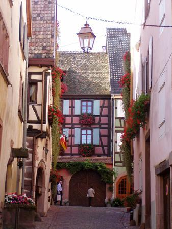 Maison Kiener: Riquewihr street scene
