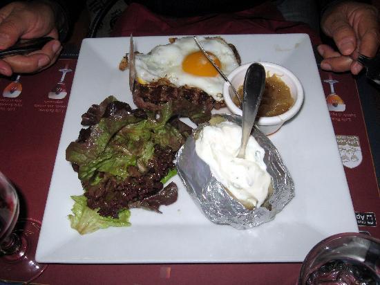 Cafe Leffe Lourdes : Steak a Cheval