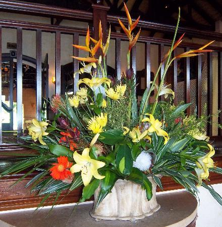 Fairmont Zimbali Lodge: Beautiful bouquet in the lobby