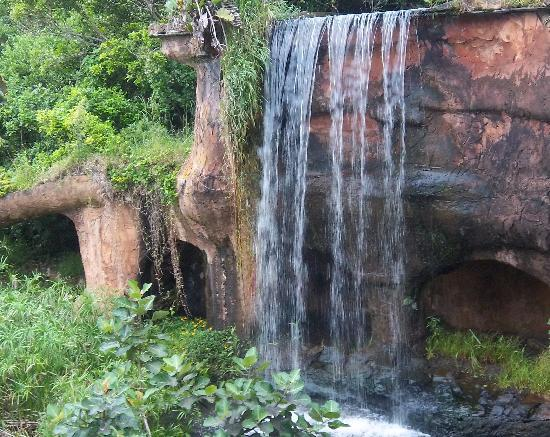 Fairmont Zimbali Lodge: Waterfall on the way to the beach