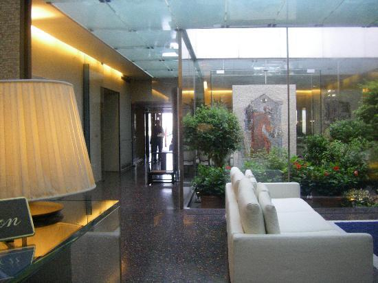 Hotel Monaco & Grand Canal: Hotel Lobby