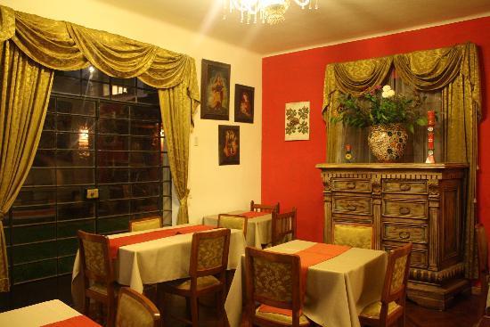 El Andariego: lounge, dining area