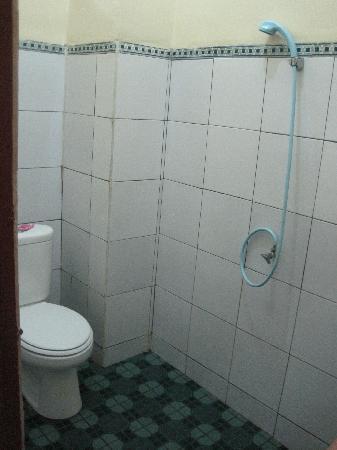 Sayang Maha Mertha : Standard Room Bathroom