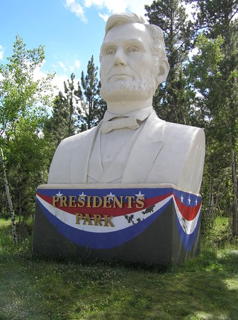 Lead, Dakota del Sur: The lone remaining statue at the entrance