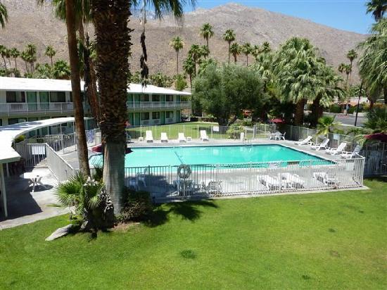 Motel 6 Palm Springs East: espace piscine vu d'en haut, dommage la propreté n'est pas au rendez vous !