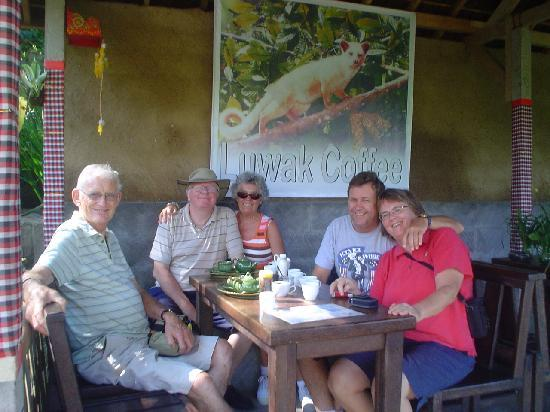 Bali Breeze Tours: mongoose was drinking coffee and see the fruit orchard