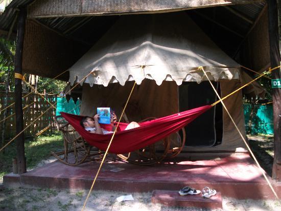Island Vinnies Tropical Beach Cabana: Tented cabana