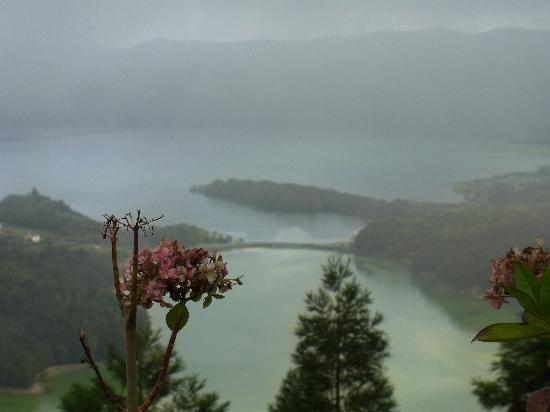 São Miguel, Portekiz: Blick auf den grünen und den blauen See