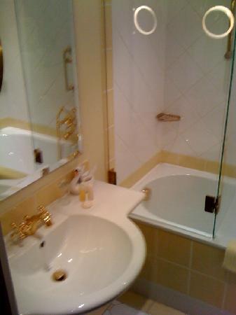 Thermenwelt Hotel Pulverer: Viel Gold, aber seeehr klein