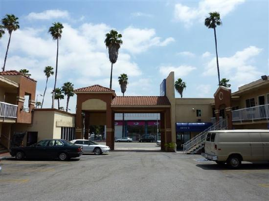 Americas Best Value Inn - Hollywood / Los Angeles: intérieur du motel, pas encore gavé de véhicule