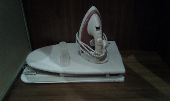 Eurostars Madrid Tower: Tiny, awkward folding ironing board - with iron for scale