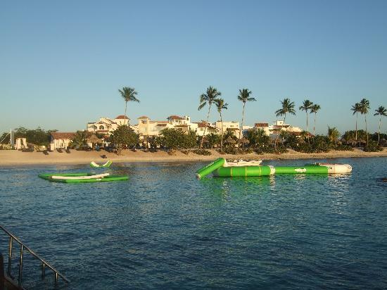 Weare Cadaques Bayahibe Hotel: spiaggia privata Cadaques Caribe, vista dal pontile
