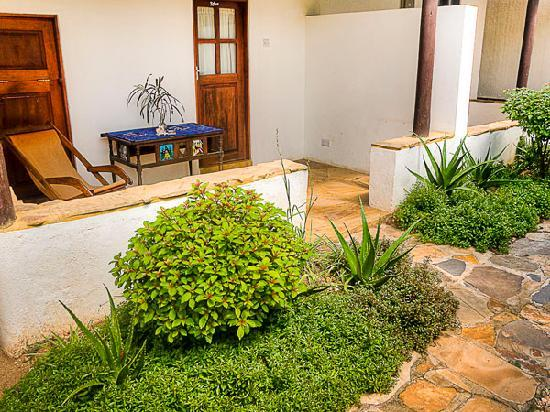 Triniti Guest House: Our En Suite offer a nice patio in the middle of our marvelous garden