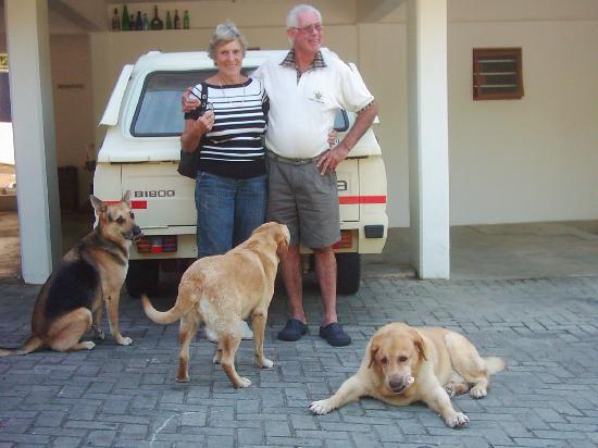Knysna Manor House: Host and dogs complete the family