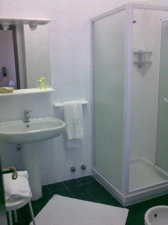 Italia Hotel: bagno