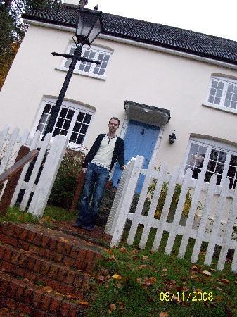 Hill Cottage Crowborough: beautiful front of house