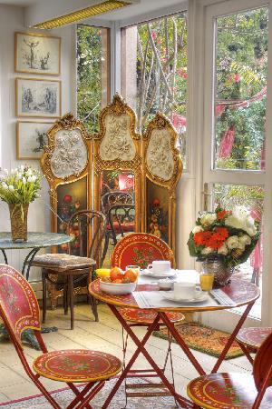 Hotel Villa Nina: Petit-dejeuner en salle ou dans le jardin