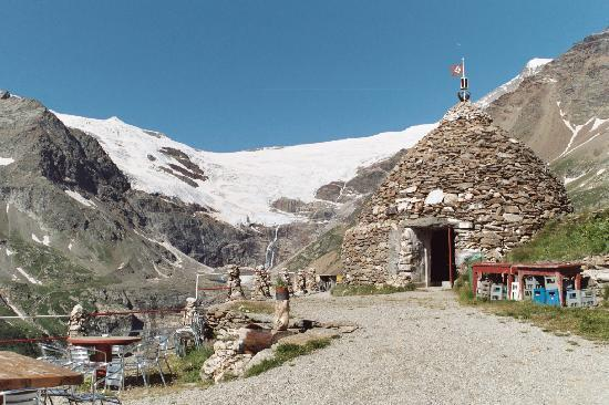 Poschiavo, Szwajcaria: vista ghiacciaio con cantine