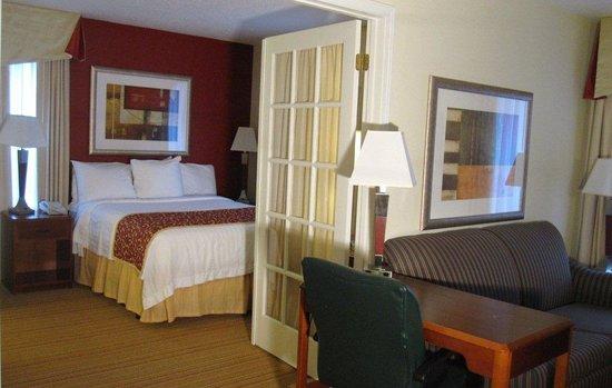 Residence Inn Kalamazoo East : Penthouse Suite