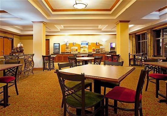 Holiday Inn Express Hotel & Suites Lake Zurich-Barrington : Breakfast