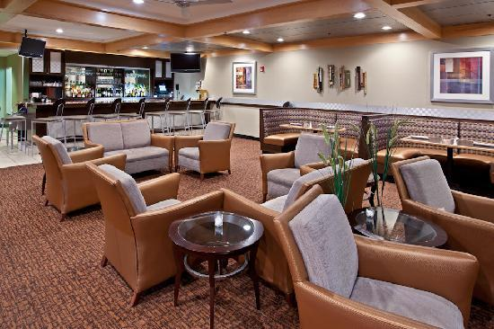 Crowne Plaza Hotel Cincinnati Blue Ash: Lobby Lounge