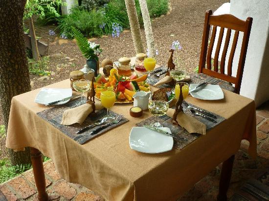 Old Thatch Lodge: Sektfrühstück
